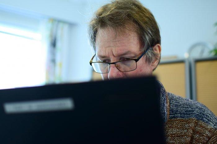 Klubitalon jäsen tietokoneella