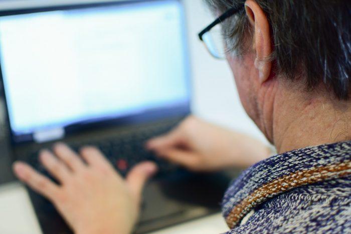 Haastatteluja pidettiin etäyhteyksin tietokoneen välityksellä. Kuva ei liity oikeisiin haastattelutilanteisiin